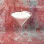 เทียนหอมสีชมพูในแก้วไวน์เล็ก กลิ่นตะไคร์ ขนาดเส้นผ่านศูนย์กลาง 7.5 cm x 10 cm